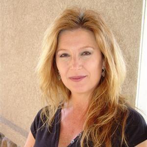Silverray een leuke gezellige vrouw van 43 jaar uit het hartje limburg. Ik zoek een leuke knul voor wilde nachten.